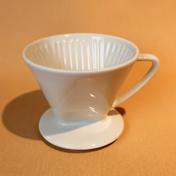 Kaffeefilter aus Keramik in weiß